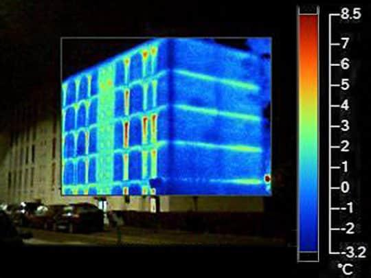 Photo extérieure des ponts thermiques d'un immeuble